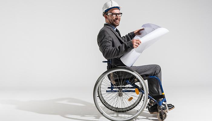 Osoba na wózku jako inżynier budowlany